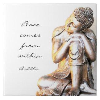 Buddha de prata calmo com palavras da sabedoria azulejo quadrado grande