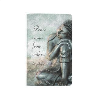 Buddha de prata calmo com palavras da sabedoria diário