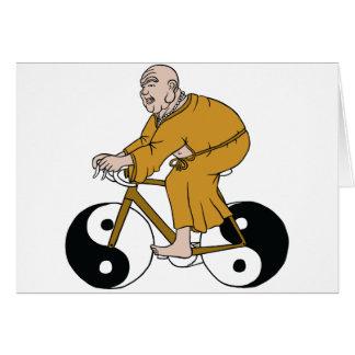 Buddha que monta uma bicicleta com as rodas de Yin Cartão Comemorativo