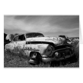 Buick em um cartão do cemitério de automóveis