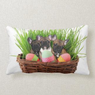 Buldogues franceses da páscoa travesseiros