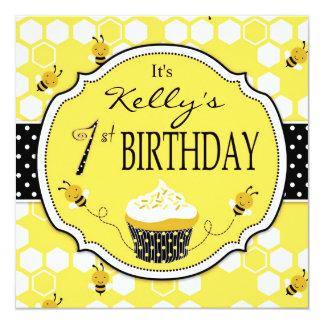 Bumble aniversário do cupcake da abelha o primeiro convite quadrado 13.35 x 13.35cm