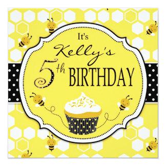 Bumble aniversário do cupcake da abelha o quinto convite quadrado 13.35 x 13.35cm