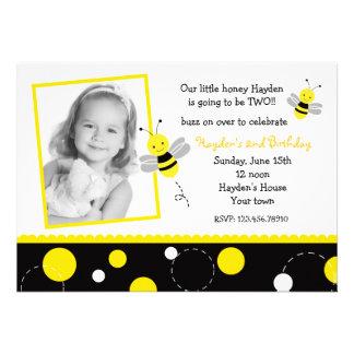 Bumble convites de festas de aniversários da foto