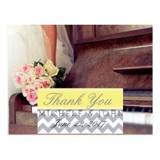buquê das flores, da noiva e do piano/obrigado cartão postal