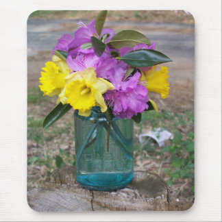 buquê do mousepad das flores em um frasco azul