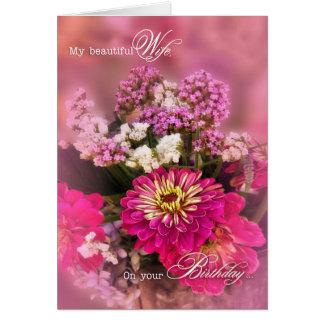 Buquê feminino do aniversário   da esposa no rosa cartão comemorativo