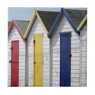 Cabanas inglesas da praia do beira-mar