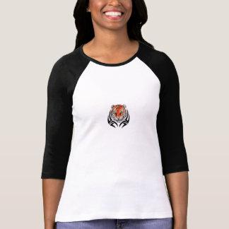 Cabeça tribal do tigre em um raglan das senhoras camisetas