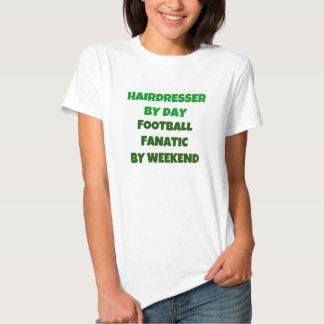 Cabeleireiro pelo fanático do futebol do dia em o t-shirts