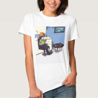Cabelo de secagem em um salão de beleza t-shirts