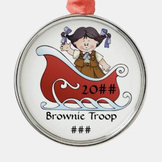 Cabelo preto do trenó do escuteiro da brownie ornamento redondo cor prata