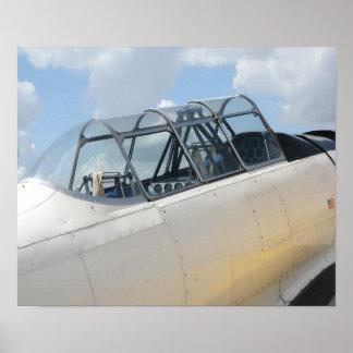 Cabina do piloto de avião militar do vintage posteres