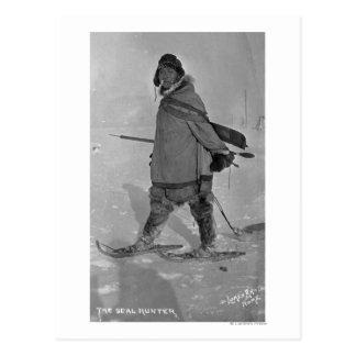 Caçador de selo do Alasca com fotografia dos sapat Cartao Postal