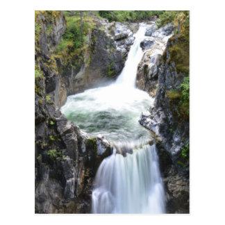 Cachoeira de conexão em cascata cartão postal