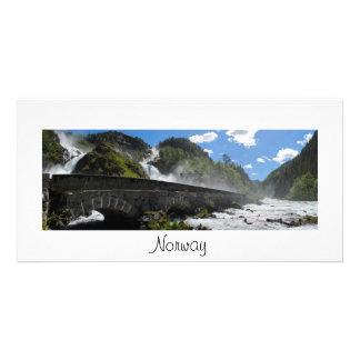 Cachoeira de Latefossen no cartão com fotos de