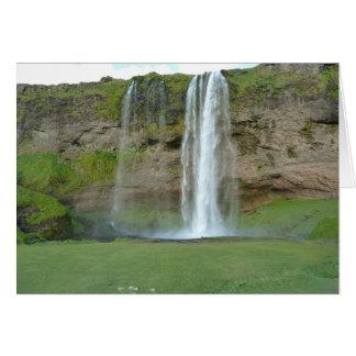 Cachoeira de Seljalandsfoss no cartão de Islândia