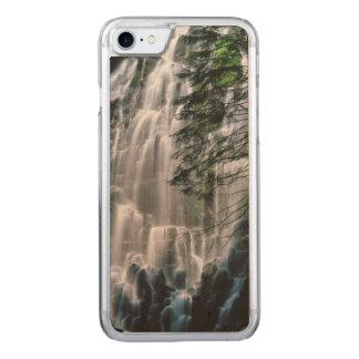 Cachoeira na floresta, Oregon Capa iPhone 7 Carved