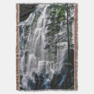 Cachoeira na floresta, Oregon Coberta