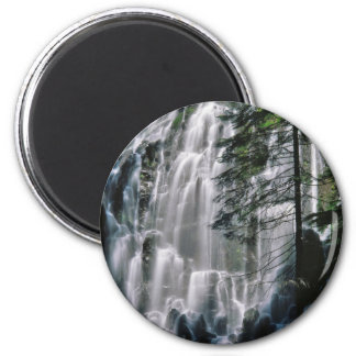 Cachoeira na floresta, Oregon Imã