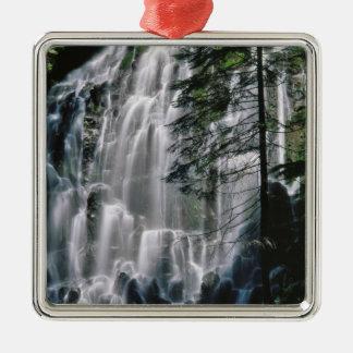 Cachoeira na floresta, Oregon Ornamento Quadrado Cor Prata