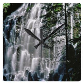 Cachoeira na floresta, Oregon Relógio De Parede