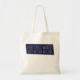 Cada criança quis cada querer da mãe bolsa para compras