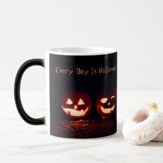 Cada dia é caneca do Dia das Bruxas