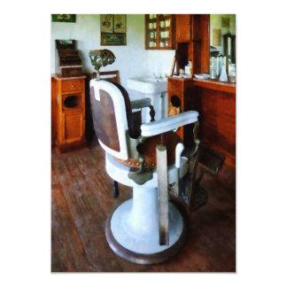 Cadeira e caixa registadora de barbeiro convites personalizado