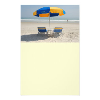 cadeiras de praia vazias panfleto personalizado