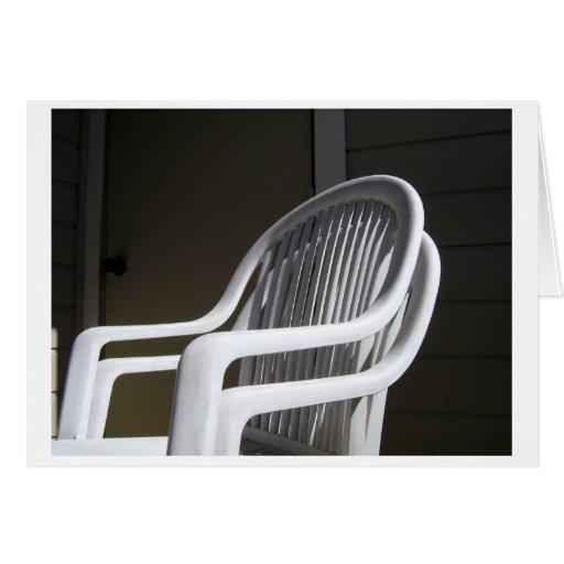 Cadeiras plásticas acopladas cartoes