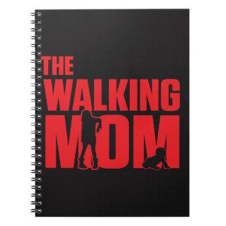 Caderno A chalaça engraçada a mamã de passeio graceja para
