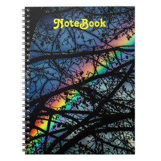 Caderno Árvore vibrante do primavera do arco-íris |