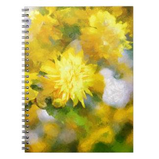 Caderno As flores amarelas na cidade jardinam no dia da