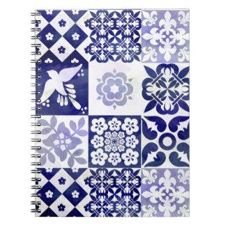 Caderno azul bonito com teste padrão de Azulejos