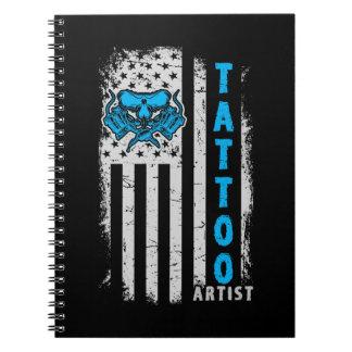 Caderno Bandeira americana dos EUA com artista do tatuagem