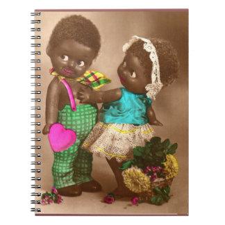 Caderno bonecas pretas adoráveis do 1920 RPPC no amor