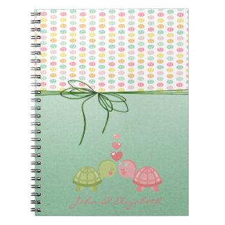 Caderno Botões coloridos femininos, tartarugas no amor