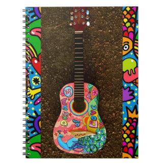 Caderno brilhante colorido da guitarra do amor