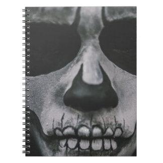 Caderno Cara assustador preta & branca…