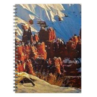Caderno cenas da rocha vermelha nevado