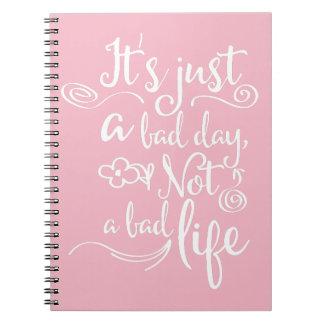 Caderno Confiança cor-de-rosa, citações da vida da atitude