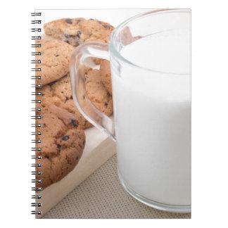 Caderno Copo com os biscoitos do leite e de farinha de