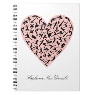 Caderno cor-de-rosa bonito do coração da dança
