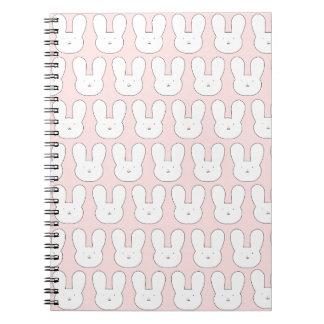 Caderno cor-de-rosa dos coelhos