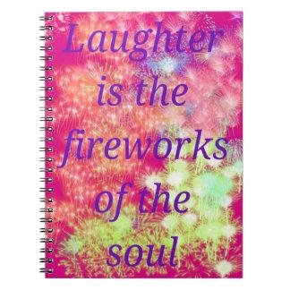 Caderno cor-de-rosa & roxo com fogos-de-artifício