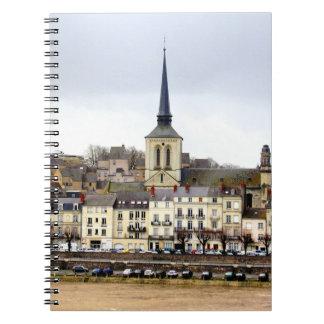 Caderno da foto da cena do banco de rio de Saumur