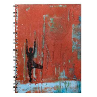 Caderno da foto da menina da ioga da pose da