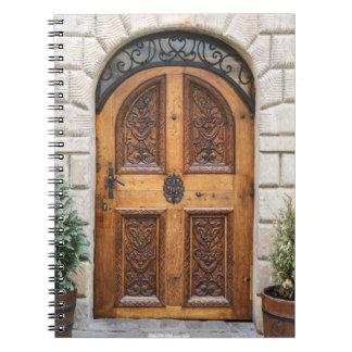 Caderno de madeira cinzelado da porta