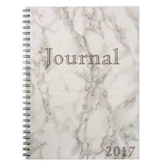 Caderno de mármore branco da data do jornal